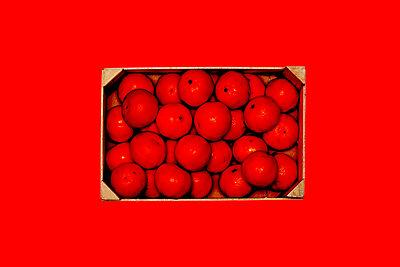 Mandarinen in Rot - p318m1003257 von Christoph Eberle