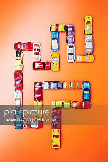 Bunte Autos - p464m1147060 von Elektrons 08