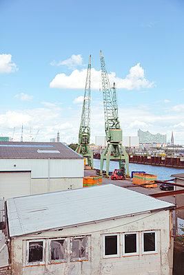 Hamburger Industriehafen - p432m1465276 von mia takahara