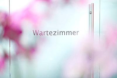 Wartezimmer - p587m1466494 von Spitta + Hellwig
