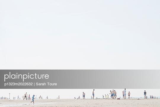 p1323m2022632 by Sarah Toure