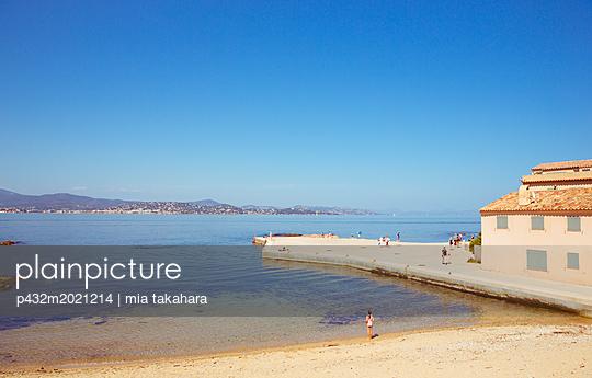 Badegäste am Steg La Ponche in Saint-Tropez - p432m2021214 von mia takahara