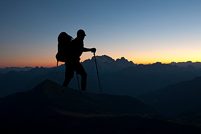 Hiker on Monte Nuvolau overlooking the Marmolada glacier - p470m2089750 by Ingrid Michel