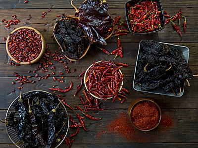 Assortment of Dried Hot Peppers, High Angle View - p694m872896 by Stacy Howell photography