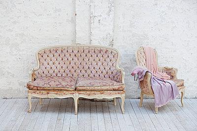 Altes Rokoko Sofa und Sessel - p1227m1185341 von indra ohlemutz