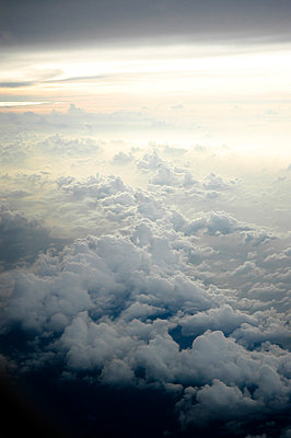 Clouds and horizon - p6180226 by Capturaimages