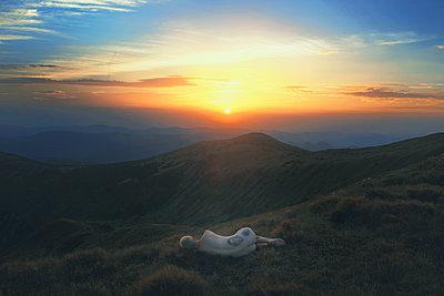 I will lie my head here - p1054m2044838 by Maria Kazvan