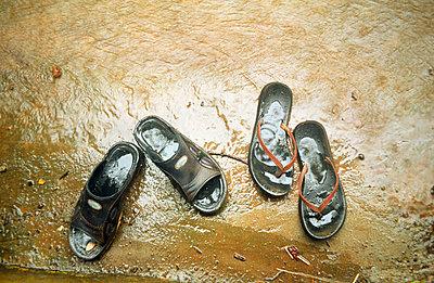 Schuhe im Regen - p1230026 von Modupe