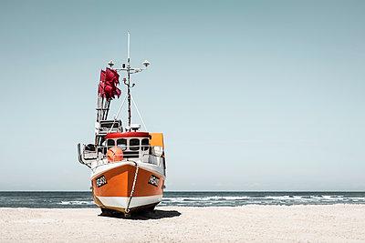 Fischkutter am Strand von Løkken - p1162m1487192 von Ralf Wilken