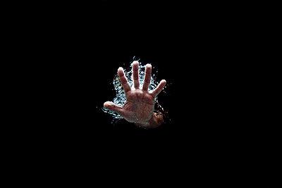 Open hand in water - p1165m952633 by Pierro Luca