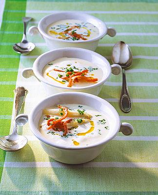 Asparagus soup with chervil and ham - p300m2144645 von Pro Pix