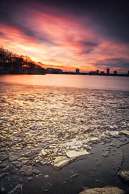 Ice Floats Along The Frozen Charles River At Sunset In Boston, Massachusetts - p343m1443460 by Matt Stirn