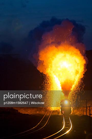 Dampfzug bei Nacht - p1208m1582647 von Wisckow