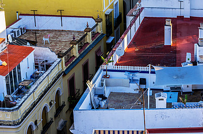 Spain, Andalusia, Sevilla, roof terraces - p300m1019214f by Thomas Haupt