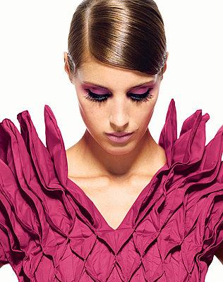 Fashion - p548m710033 by Fred Leveugle