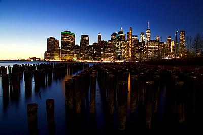 New York skyline - p1399m2065843 by Daniel Hischer