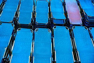 Blaue Sonnenliegen - p1484m2217611 von Céline Nieszawer