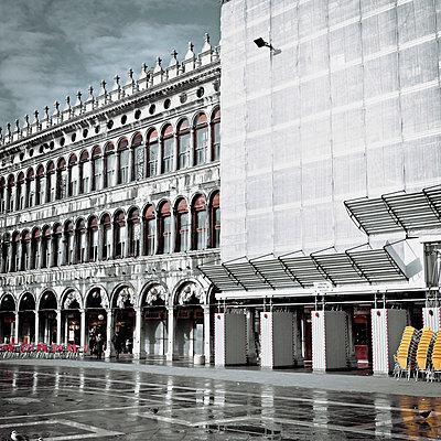 Arkaden in Venedig - p5679820 von Claire Dorn