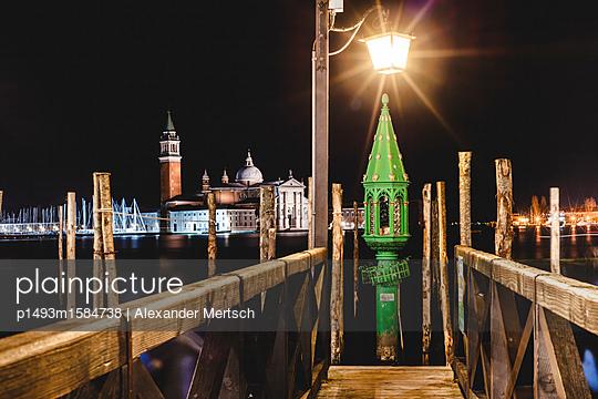 Schutzheilige der Gondoliere bei Nacht, Venedig - p1493m1584738 von Alexander Mertsch