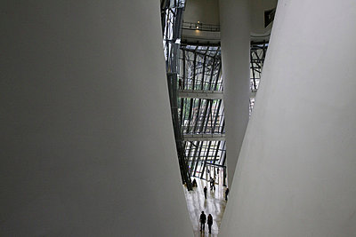 Interior of the Guggenheim Museum, Bilbao, Spain. - p343m700793 by Peter Essick