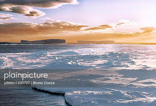 p566m1430707 von Bruno Cossa