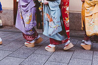 p432m2115697 by mia takahara