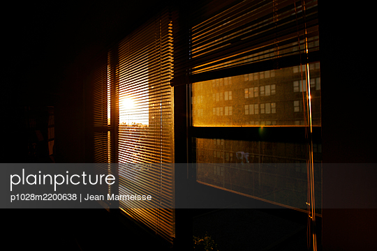 Apartment at sunset, Manhattan, NYC - p1028m2200638 by Jean Marmeisse