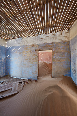 A view of a room in a derelict building full of sand. - p1100m1489976 by Mint Images