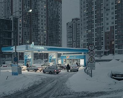 Tankstelle, Tomsk - p1425m1492556 von JAKOB SCHNETZ