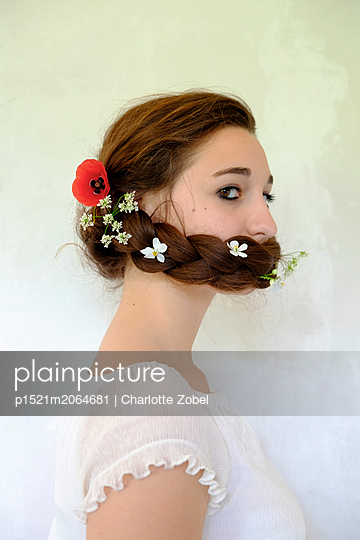 Woman with flowers in hair - p1521m2064681 by Charlotte Zobel