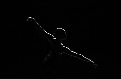 Ballerina - p1139m2230285 von Julien Benhamou