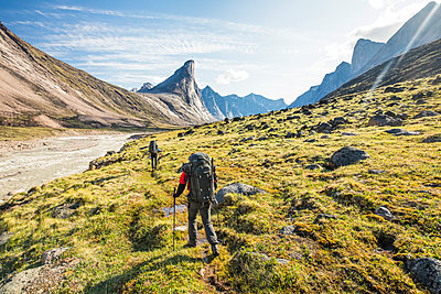 Climbers approach Mount Thor, Baffin Island, Canada. - p1166m2261210 by Cavan Images