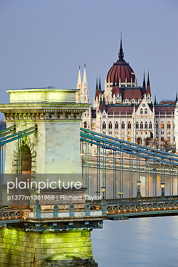 View of the Danube river, Chain Bridge (Szechenyi Lanchid) and the Parliament building - p1377m1381959 by Richard Taylor
