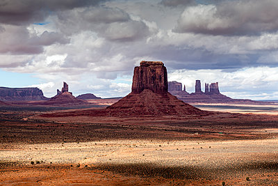 Scenic view of Monument Valley against cloudy sky - p1094m1209076 by Patrick Strattner