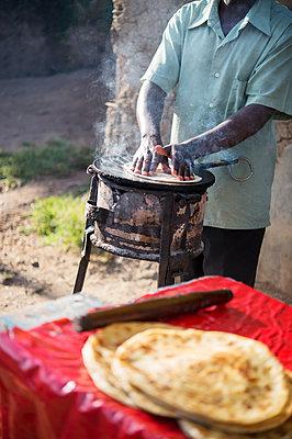 Africa, Uganda, Streetood - p1167m2283453 by Maria Schiffer