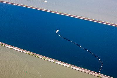 Water line - p1120m945861 by Siebe Swart
