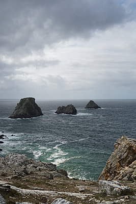 A landscape by the sea in Brittany - p1610m2260655 by myriam tirler