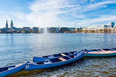Boote an der Alster - p488m2028068 von Bias