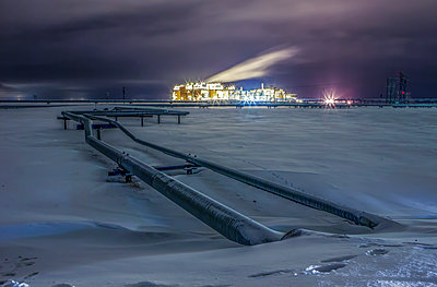 Energy Production on the North Slope of Alaska on a Winter Night - p1166m2147559 by Cavan Images