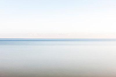 Unendliche Weite am Meer - p248m1025411 von BY