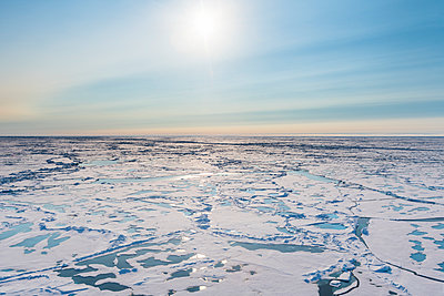Aerial view of melting ice on North Pole - p300m2214163 by Michael Runkel