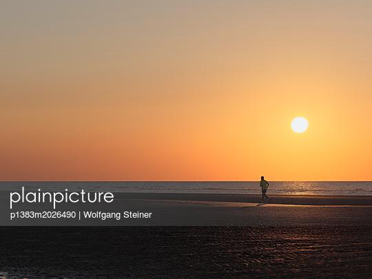 Läufer im Abendrot - p1383m2026490 von Wolfgang Steiner