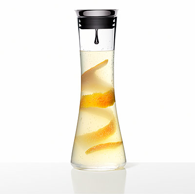 Frische Limonade mit Orange, Getränk - p1316m1161140 von Robert Striegl