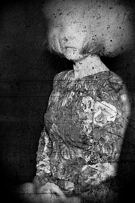 Undeutliches Frauenportrait - p1543m2116402 von Sophia Snadli