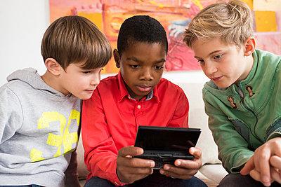 Gaming - p608m1122833 von Jens Nieth