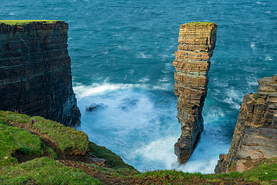 North Gaulton Castle sea stack on the wild west coast of Orkney, Scotland, United Kingdom, Europe - p871m2209434 by Adam Burton