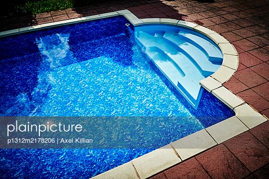 Pool  - p1312m2178206 by Axel Killian
