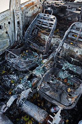 Ausgebranntes Wrack, durch Feuer zerstört - p1057m1503251 von Stephen Shepherd