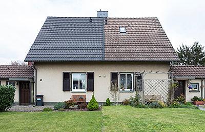 """Haus in der Arbeitersiedlung """"Dahlhauser Heide"""" in Bochum - p105m1025452 von André Schuster"""
