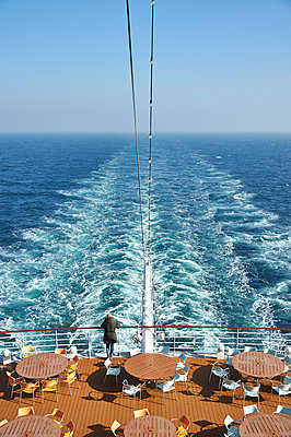 Backwash of cruise ship - p851m1048606 by Lohfink